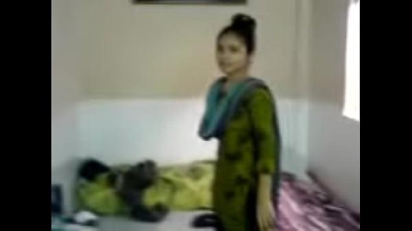 இளமையான காதலியை தமிழ் ப்ஃப் வீடியோ செக்ஷியாக சுன்னியை உம்ப வைக்கிறான்